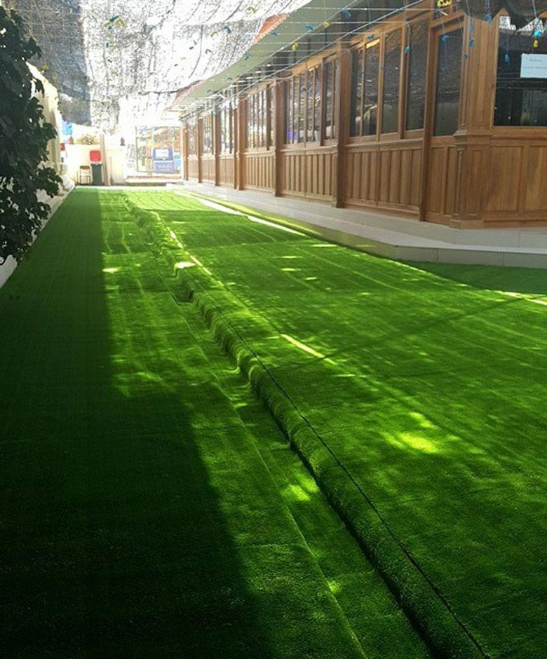 รูป การติดตั้ง หญ้าเทียม สนามภายนอกอาคาร