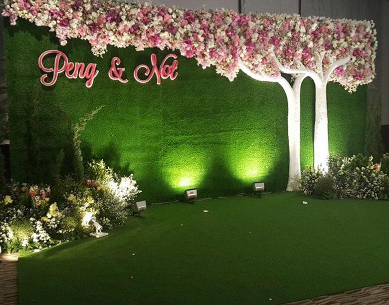 รูป การติดตั้ง หญ้าเทียม บูทงานแต่งงาน